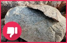 Bålskade og sprekk på stein. Foto: Statens naturoppsyn