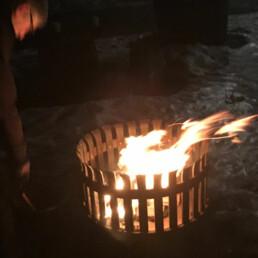 Fyrgryte med flammer slik den kan ha sett ut opprinnelig